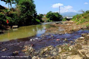 pemkot-bandung-menduga-limbah-sungai-cikijing-kiriman-dari-sumedang
